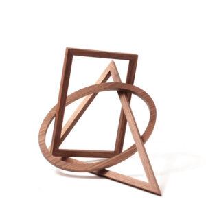 Formobile von Peer Clahsen und Naef Spiele. Holzobjekt aus Nussbaum